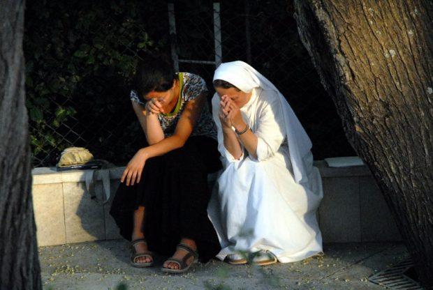rezando-en-medjugorje