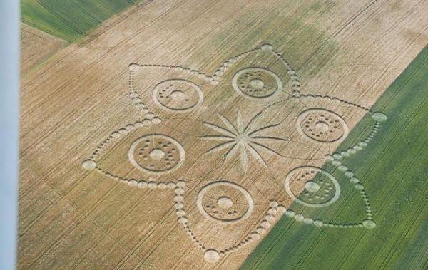 círculo de la cosecha de la flor de Poirino (Torino) Italia_opt