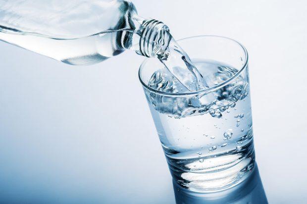 Conoce los beneficios de beber agua en ayunas mejora tu salud