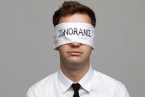 Ignorando a la ignorancia: Un ciego que deambula sin sentido