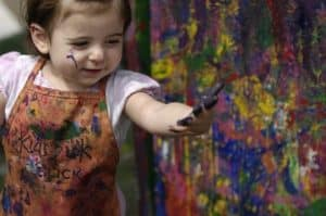 hermandadblanca org arte y niaos 300×199.jpg - Si quieres niños inteligentes y sanos emocionalmente, acércalos al arte - hermandadblanca.org