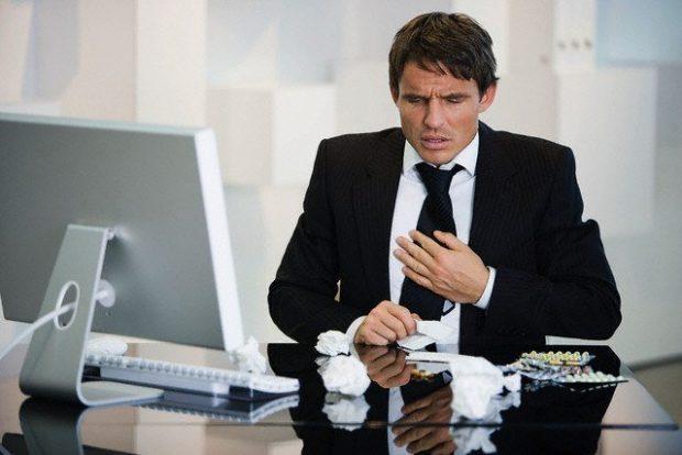 Businessman feeling sick - ¿Y qué hacemos con los propósitos de Fin de Año? - hermandadblanca.org
