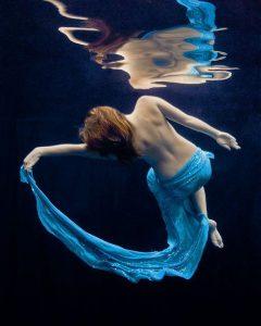 20170130 elbo23525 id121746 ser como agua flotar - Ser como Agua - hermandadblanca.org