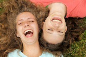 La risa como fuerza positiva de Gaia. Descubre cómo llenar el mundo de luz con tu risa.