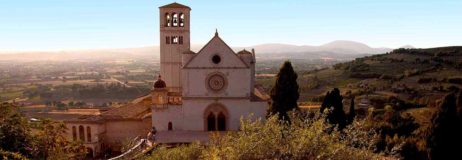 20170423 scscnctn39219 id124917 basilica facciata - NOS VAMOS A ASÍS, ¿TE VIENES? (Del 19 al 26 de agosto) - hermandadblanca.org