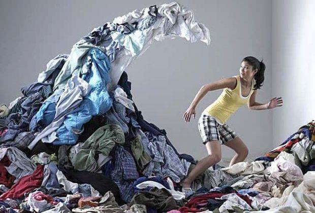 La acumulación puede no sólo complicar la vida dentro de tu casa. Emocional y mentalmente, puede perseguirte a dónde quiera que vayas.