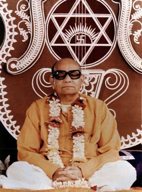20170522 gonzevagonz23596 id126122 prabhat ranjan sarkar doing meditation - Shrii Shrii Anandamurtiji (Baba). Fundador de Ananda Marga. - hermandadblanca.org