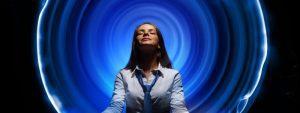 Business woman meditating - ¿Cómo puedo ver mi Aura? Te lo enseñaré con estas sencillas técnicas - hermandadblanca.org