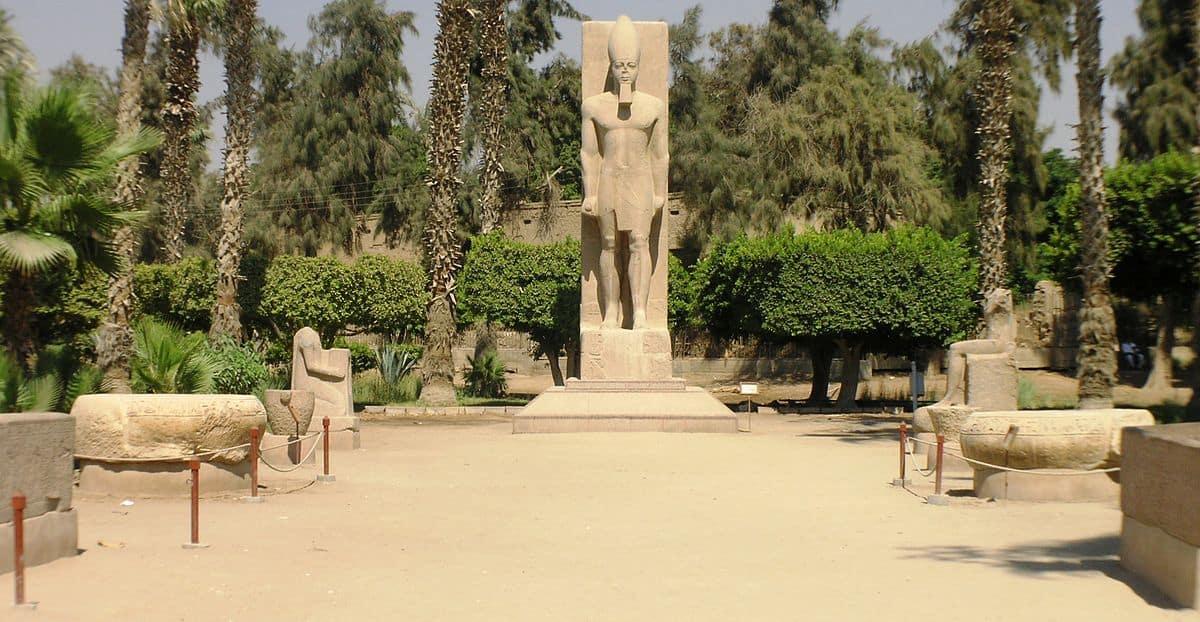 20170729 jimenadanielag2376 id130222 1200px Memphis   Museum   back courtyard - Egipto: El ojo de Horus. La escuela de Misterios - Capítulo 1 Parte 2 - hermandadblanca.org