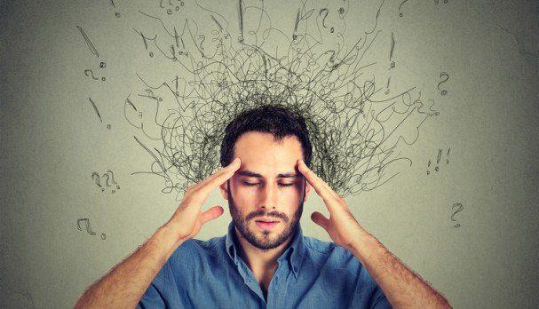 man with stressed face expression brain melting into lines - El autocontrol de la mente y sus ideas - hermandadblanca.org
