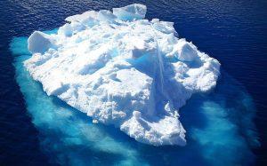 20170824 ricard251 id131271 001 Antartica iceberg below and above e1461240022348 - Conciencia o Consciencia, ¿qué diferencia hay? - hermandadblanca.org