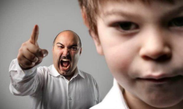 20170910 kikio327154 id131995 IMAGEN 5 - Padres tóxicos parte I: 10 elementos para identificar a un padre sádico - hermandadblanca.org