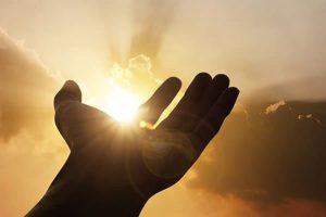 20170920 tornasol id132447 shutterstock 394893160 - La oración: es la herramienta para llegar a Dios - hermandadblanca.org