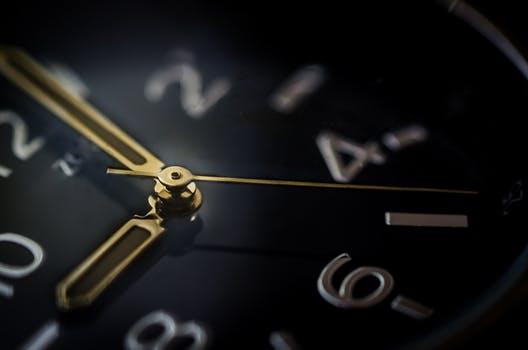 20170925 carolina396 id132831 glass time watch business - La regla de los 5 segundos y cómo puede cambiar tu vida - hermandadblanca.org
