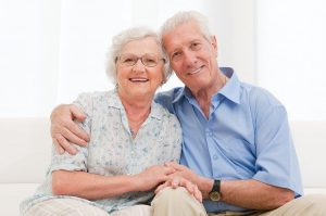Loving senior couple - ¿Qué es el aquí ahora? Del que tanto se habla. - hermandadblanca.org
