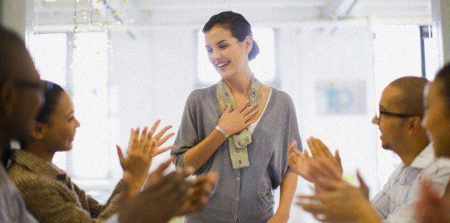 Businesswoman talking in meeting — Image by © Zero Creatives/cultura/Corbis - ¿Anhelas atraer hacía ti todo lo que deseas? Te enseñaré la Técnica de la Gratitud, ¡lograrás tus metas y objetivos! - hermandadblanca.org
