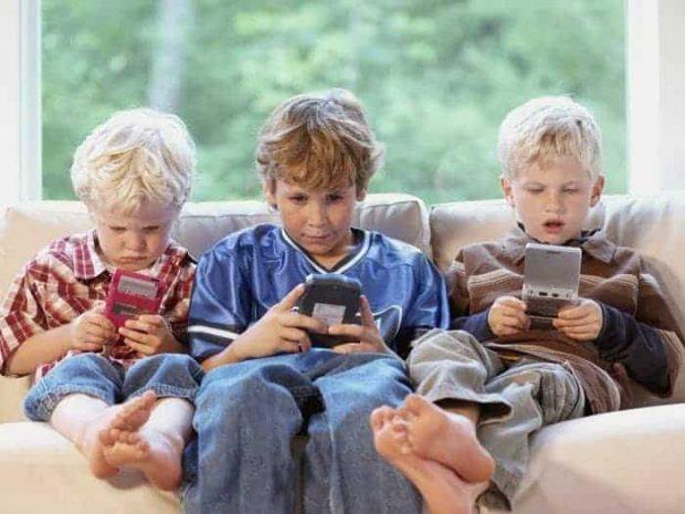20171121 willyhern39164 id135326 TELEFONO MOVIL - ¿Cómo afectan los Teléfonos Móviles la Interacción en los Niños, si no es Acompañado por la Literatura? - hermandadblanca.org