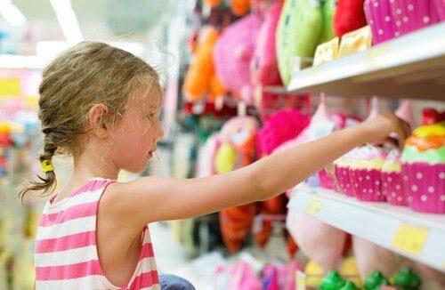 20171203 kikio327154 id135870 imagen 2 - ¿Cómo alejar a nuestros hijos de las influencias negativas de la mercadotecnia? - hermandadblanca.org