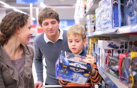 20171203 kikio327154 id135870 imagen 3 - ¿Cómo alejar a nuestros hijos de las influencias negativas de la mercadotecnia? - hermandadblanca.org