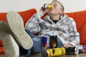 Hepatitis y Bebidas Energéticas: ¿por qué se relacionan y cuáles son los riesgos de productos energizantes?