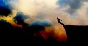 20180122 ana murillo id136880 salto al vacio - ¿Qué es la fe? La fe es el salto al vacío que se produce cuando el corazón salta desde el precipicio a la nada y simplemente espera para ver qué ocurre. - hermandadblanca.org