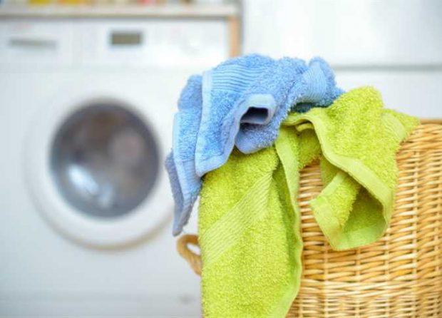 20180222 kikio327154 id143668 1 - Aprovechando materiales viejos: Haz un tapete de toallas para tu cuarto de baño - hermandadblanca.org