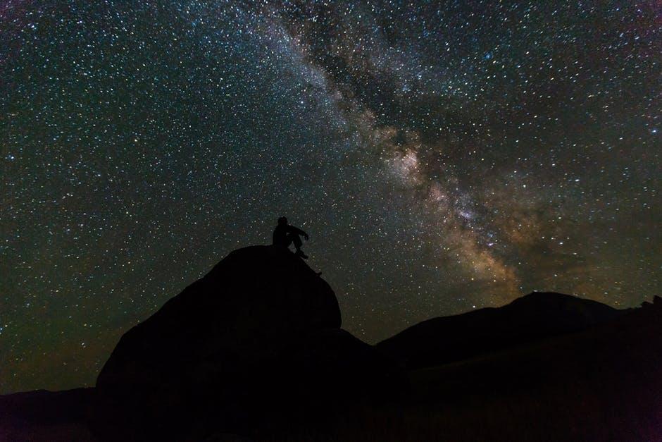 20180227 carolina396 id143914 milky way rocks night landscape - Mensaje de Saúl: Lo que buscas ya lo tienes - hermandadblanca.org