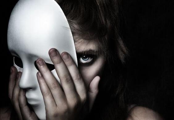 patriciagambetta id144163 personasmalvadas - 5 Características de las personas malvadas y cómo detectarlas - hermandadblanca.org