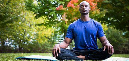 20180312 lurdsarm381562 id144865 ManMeditating 1 - Meditación: Adéntrate en el camino hacia el amor puro - hermandadblanca.org