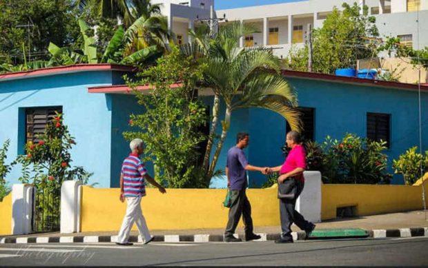 saludarnos - Cambia la Energía del Día Siendo Feliz. - hermandadblanca.org