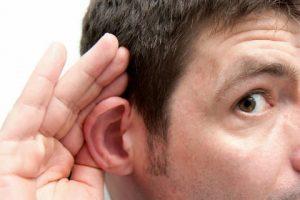 Cuida tus oídos de hábitos que puedan dañarlos