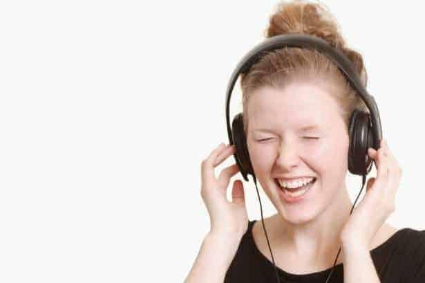 3 cuida tus oídos de hábitos que puedan dañarlos ID148745 - hermandadblanca.org