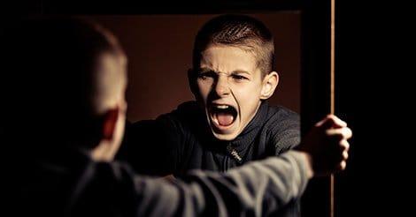 1 evita que los niños adopten influencias negativas del entorno ID150993 - hermandadblanca.org