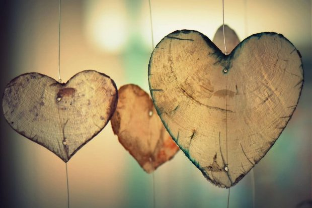 corazones colgados