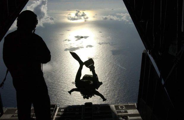 hombre tirandose de un avion en cual es tu mision en la vida ¿conoces cual es tu misión en la vida? parte 1 – por roberto pér ID153313 - hermandadblanca.org