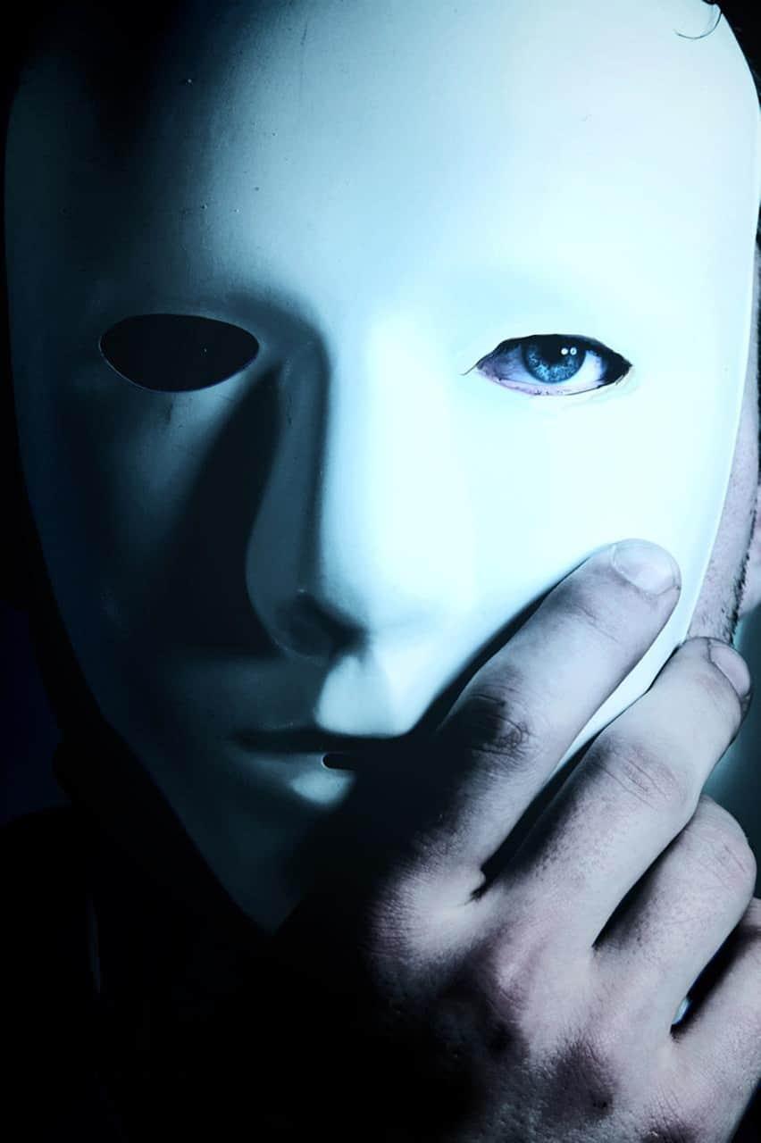 la soledad y las máscaras