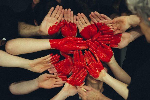 manos y corazon en amor incondicional y tradicion judeo cristiana ¿amor incondicional y tradición judeocristiana? parte 1 ID157193 - hermandadblanca.org