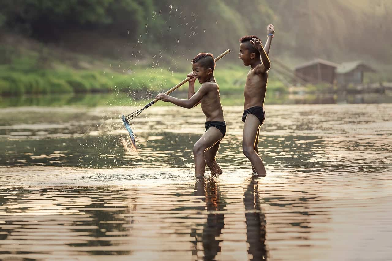 ninos pescando y felices en entusiasmo existencial p1 entusiasmo existencial – parte 1 por roberto pérez – comentado p ID155281 - hermandadblanca.org