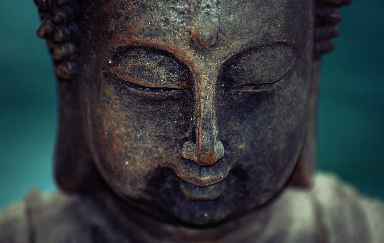 buda meditación caminando