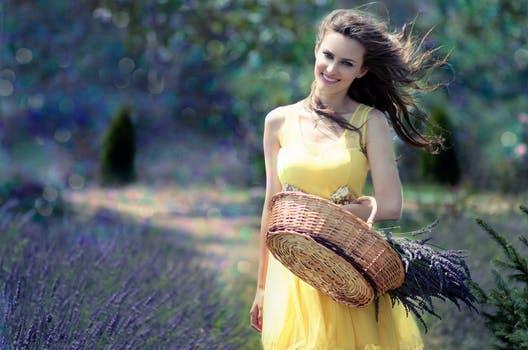 girl lavender cos flowers 160555 arcángel gabriel: tu misión en la tierra ID165169 - hermandadblanca.org