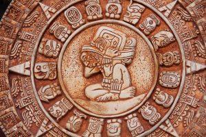 Sellos Mayas: El fascinante mundo del Tzolkin, la concepción del tiempo y la relevancia del nacimiento