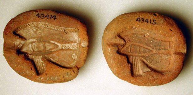 molde fabricacion amuleto ojo de horus bm ea43415 amuletos del mundo antiguo: mesopotamia, egipto y mediterráneo grecor ID163363 - hermandadblanca.org