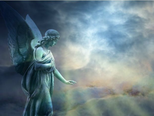 Beautiful angel in heaven with divine rays of light - hermandadblanca.org