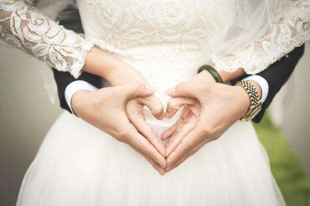 claves para un matrimonio feliz pareja manos claves para un matrimonio feliz. ID167085 - hermandadblanca.org