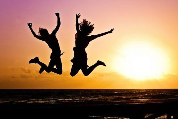 jovenes saltando de felicidad en descarga gratuita de libro de pilotajes de prosperidad descarga gratuita de libro de pilotajes de prosperidad ID168694 - hermandadblanca.org