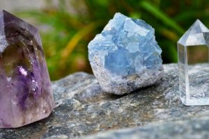 Cristales Sanadores: Métodos para limpiar y recargar tus cristales