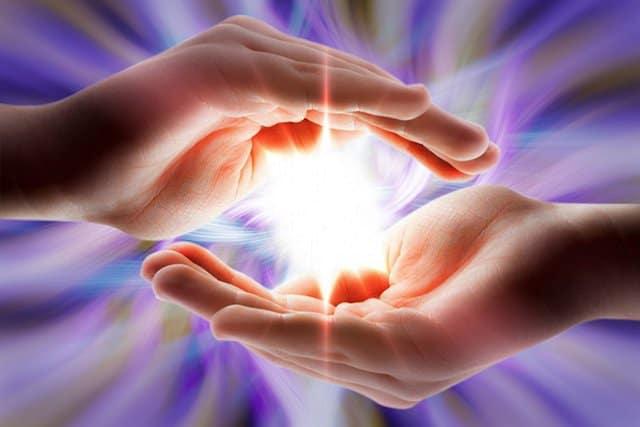 energia que emana tus manos tiene el poder de curar posees manos sanadoras la energía que emana tus manos tiene el poder de curar, ¡posees mano ID170836 - hermandadblanca.org