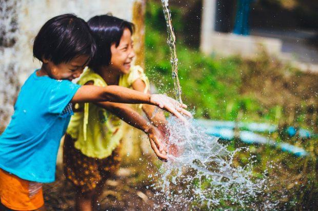 ninos jugando en como puedo mejorar la relacion con mis hijos ¿cómo puedo mejorar la relación con mis hijos? ID172658 - hermandadblanca.org