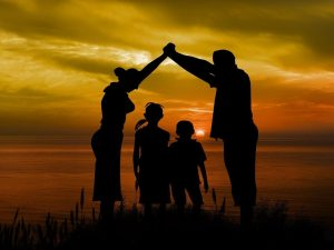 familia conoce la teoría de las tareas evolutivas de robert havighurst sobre  ID176887 - hermandadblanca.org