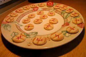 Runa Laguz: Leyenda mitológica y significado de las antiguas runas vikingas